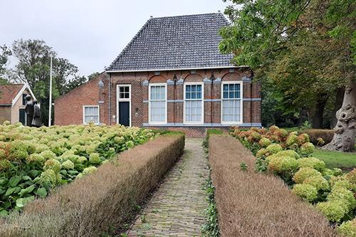 De-Hofboerderij-Wateringen-met-bloementuin_500x333-96ppi